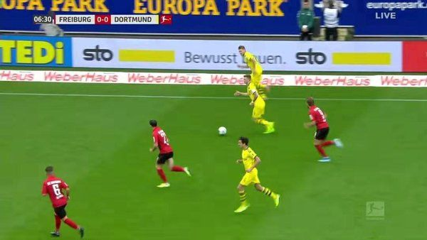 这一代表德国足球文化的隆重赛事都备受各界关留意甲:莱万上演帽子戏法 拜仁完胜沙尔